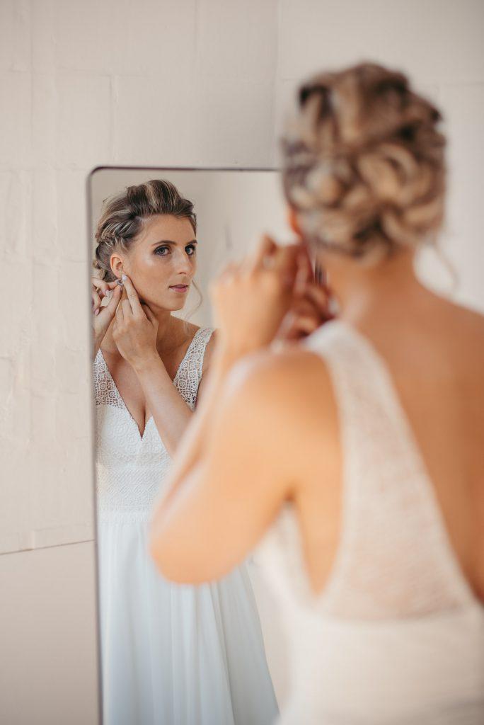 trouwfotografie koppelshoot klaarmaken bruid